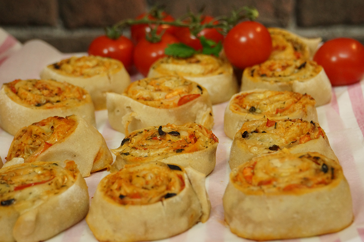 Recette facile de pizza rolls ap ritif for Entree original et simple