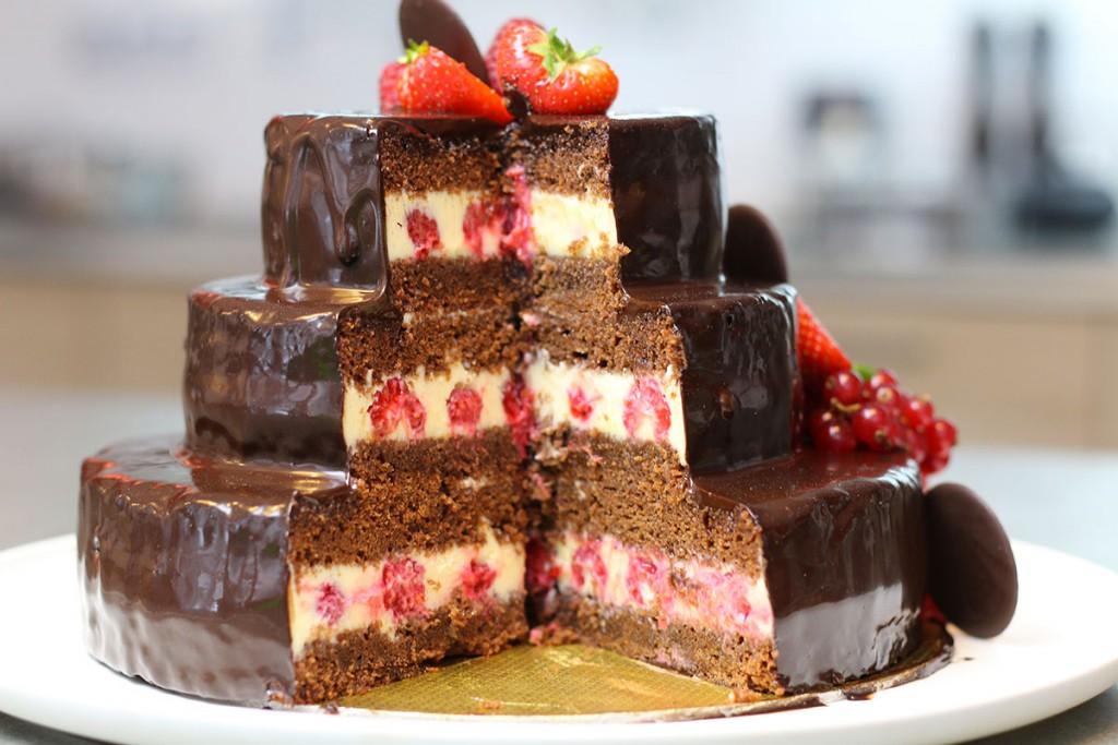 gâteau d'anniversaire au chocolat à étages - hervecuisine