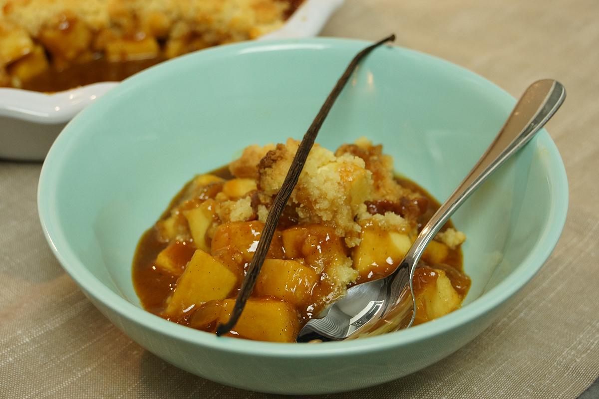 Recette facile crumble aux pommes sauce caramel vanille - Plat facile et leger ...